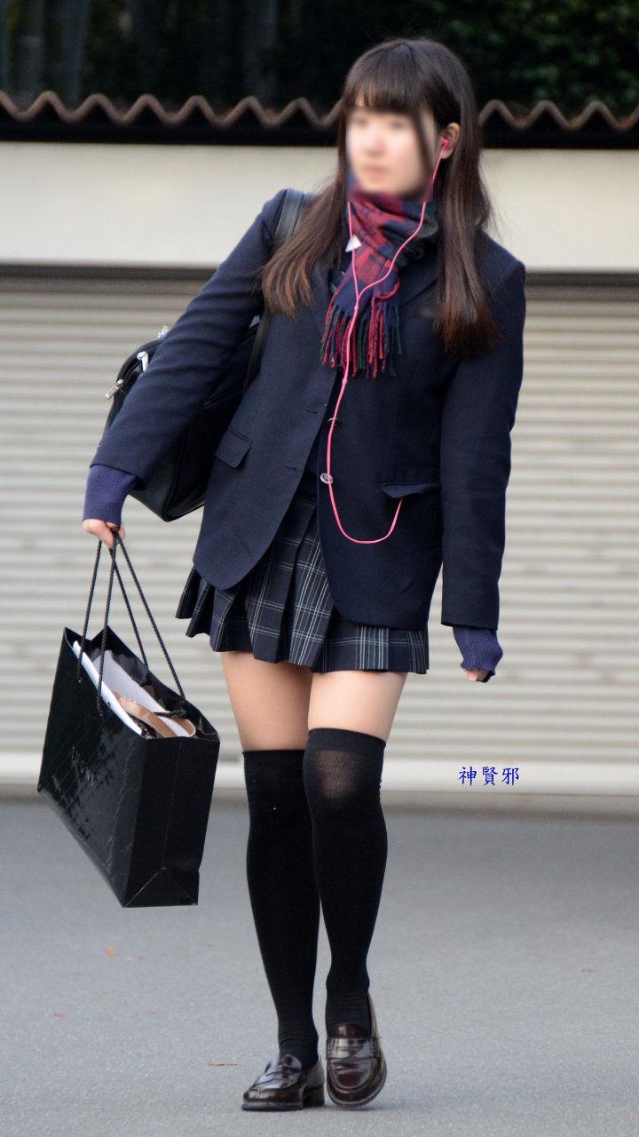 【JK街撮り画像】JKの短すぎる制服のスカートって男だったら絶対外歩けないレベルだよなwww
