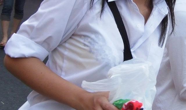 【JK透けブラ画像】白いワイシャツからはっきり見えるJKの透けブラ画像:とりちゃんねる00