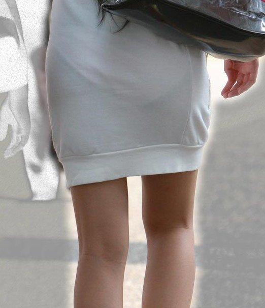 【街撮り透けパン】わざわざパンチラ狙うまでもないwスカートから透けて浮いてる淑女の下着画像 15
