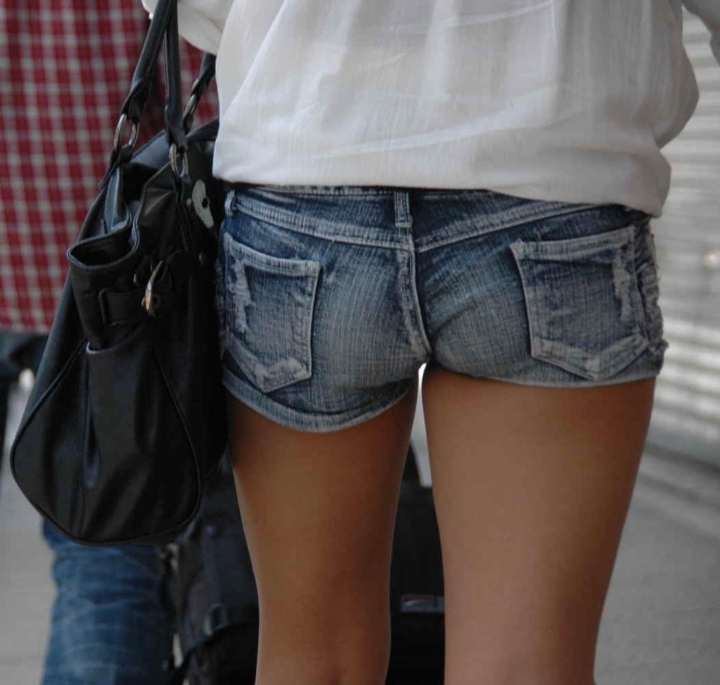 【素人街撮り画像】デニム限定!ホットパンツで尻肉まで見えちゃってる素人ギャルがエロすぎるww:とりちゃんねる08
