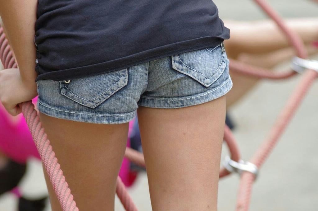【素人街撮り画像】デニム限定!ホットパンツで尻肉まで見えちゃってる素人ギャルがエロすぎるww:とりちゃんねる16
