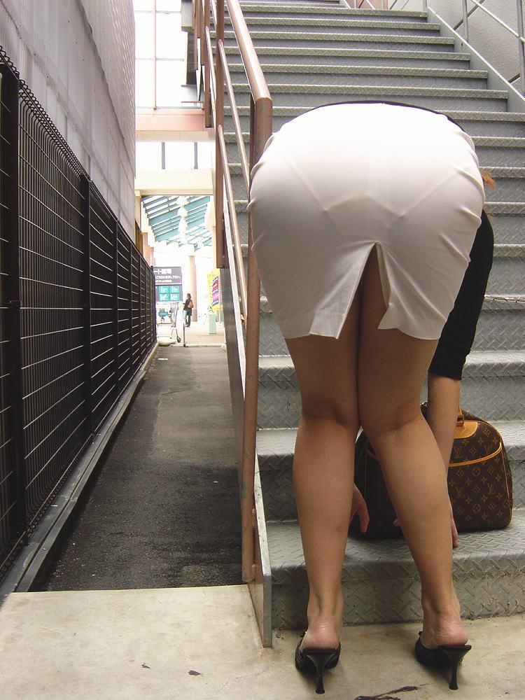 【街撮り着衣尻】脱ぐまでもないエロスw街で見かけたドエロい淑女の尻画像 12