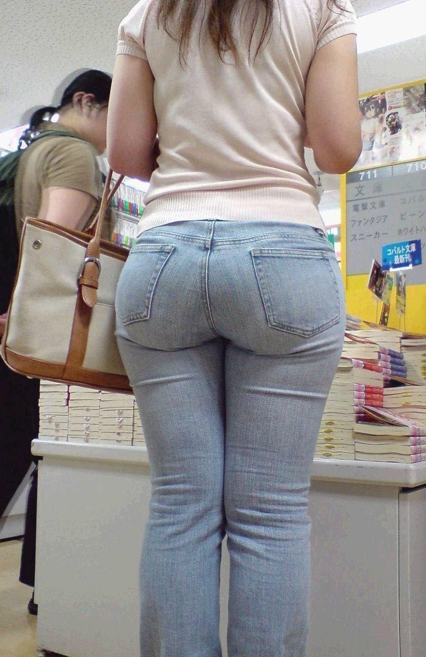 【街撮り着衣尻】脱ぐまでもないエロスw街で見かけたドエロい淑女の尻画像 15