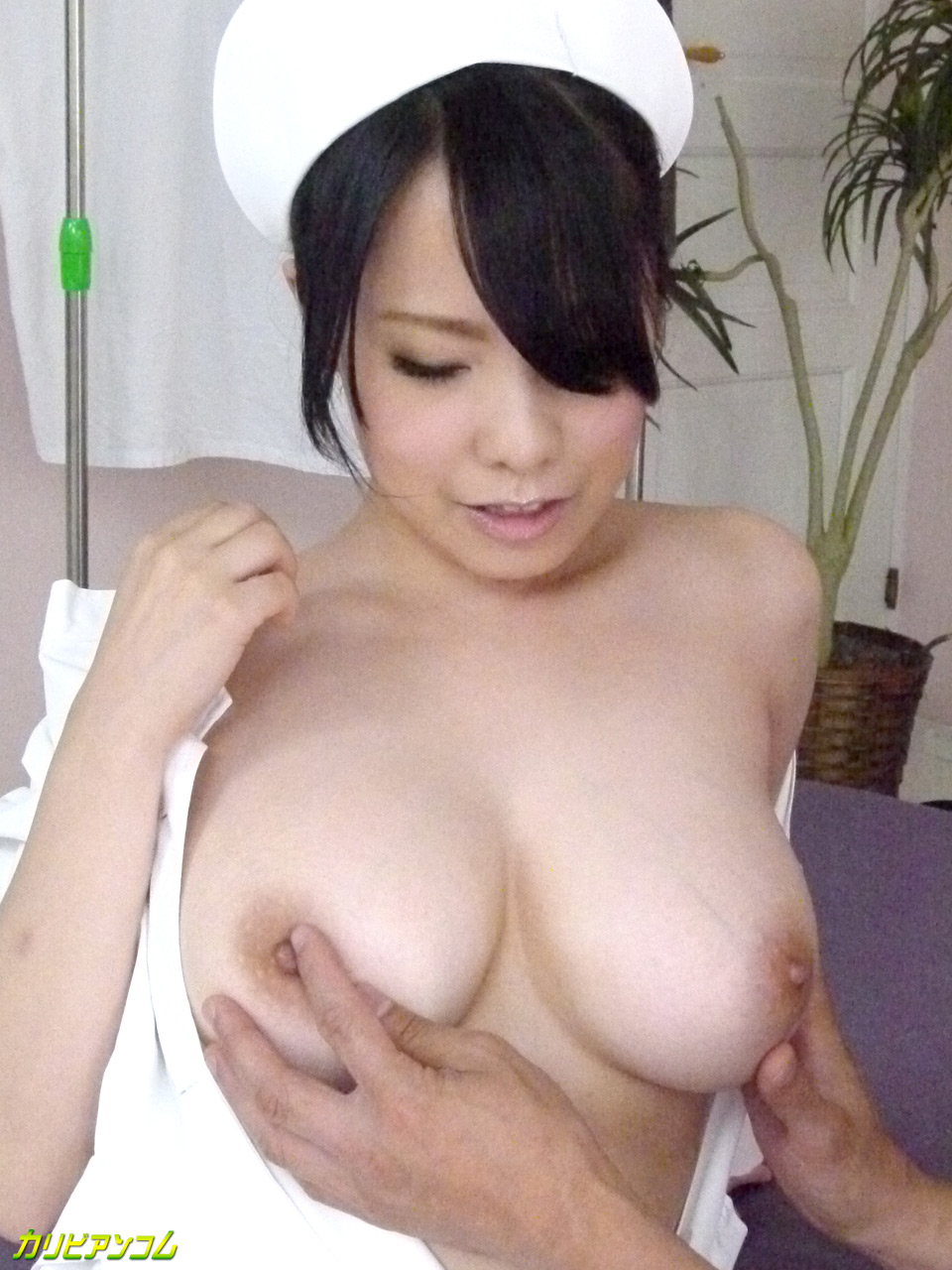 爆乳ナースの訪問射精診断 辻井美穂