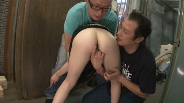 【ナンパ熟女動画】街中で40代素人の色白美人妻を捕まえて